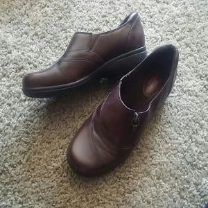 Clarks 8 1/2 Ladies Brown Leather Shoe